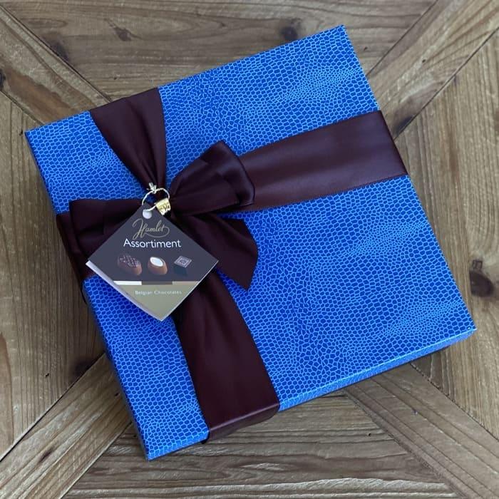 caja azul chocolate